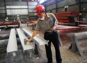 Cán bộ kiểm định chất lượng của Zamil Steel
