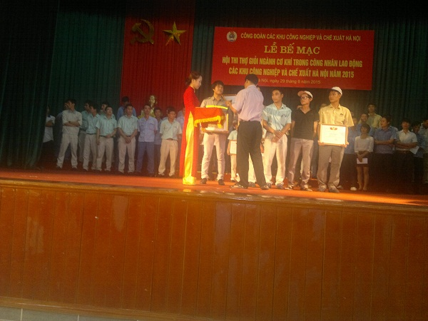"""Zamil Steel Buildings Vietnam Representatives awarded at the Hanoi Conference appraising core enterprises and entrepreneur and """"initiatives and creativeness"""" 2012"""